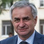 Президент Абхазии потребовал строго наказать напавших на премьер-министра Беслана Бутба