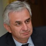 Глава Абхазии взял под контроль расследование нападения на премьера
