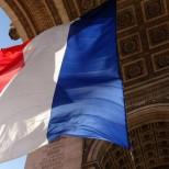 «Национальный фронт»: Франция не должна быть «на буксире» у США