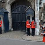 Mirror: Королевскую гвардию Британии предупредили об атаке ИГ