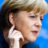 Депутат ЕП оскорбил Меркель в ответ на ее критику Франции