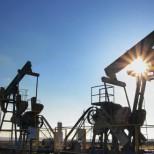 Рубль растет на дорожающей нефти, продолжая отыгрывать обвал