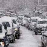 В Абхазии из-за сильного снегопада обесточены села и парализовано движение на дорогах
